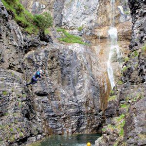 Wasserfall mit Pool