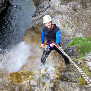 Canyoning Abseilen am Wasserfall
