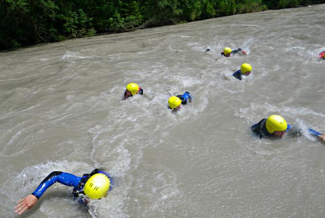 Wildwasser schwimmen Lech Lechtal Tirol