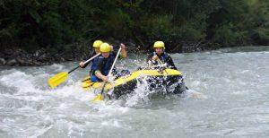 Powerraft paddelt auf dem Lech - Rafting im Lechtal /Tirol /Österreich