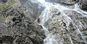 Canyoning Abseilen an Wasserfall bei Rossgumpenalm